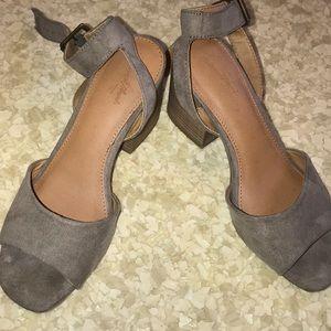 Universal Thread grey sandals size 6